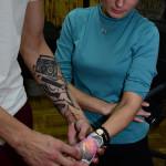 Примерка эскиза татуировки