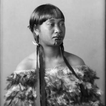 portrety-zhenshhin-maori-so-svyashhennymi-tatuirovkami-10